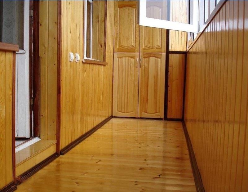Обработка вагонки на балконе - защита и декор стен.