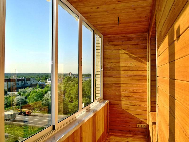 Раздвижные окна холодного балкона не «крадут» полезную площадь