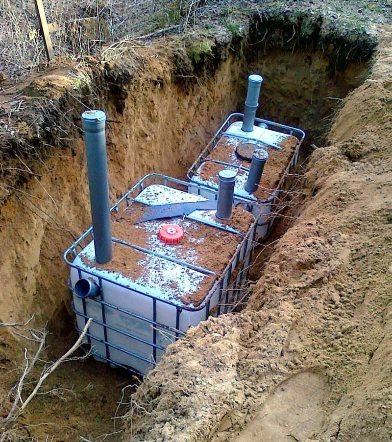 С применением металлического каркаса повышают устойчивость конструкции к подвижкам грунта