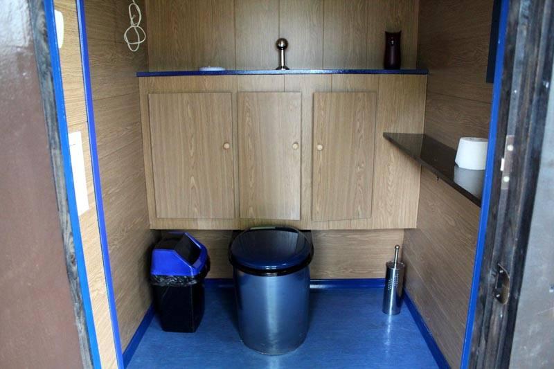 Вот такой туалет можно сделать внутри дома на даче своими руками