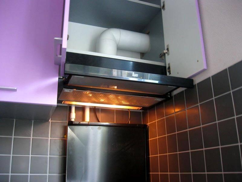 Модульное устройство закрепляется под шкафчиком