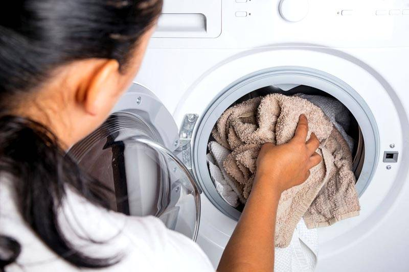 Стиральная машина или холодильник бьется током