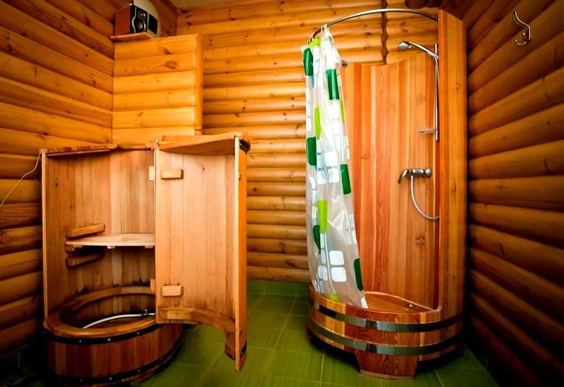 Мини-сауна и душ в бане