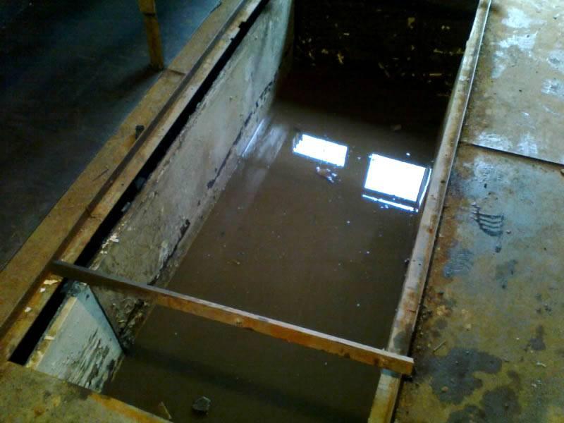 Состояние смотровой ямы при высоком уровне грунтовых вод