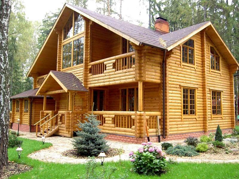 Применение прозрачных декоративных покрытий в деревянных домах помогает сохранить эксклюзивные рисунки, созданные самой природой