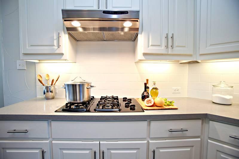 Подвесная плоская вытяжка 60 см для кухни