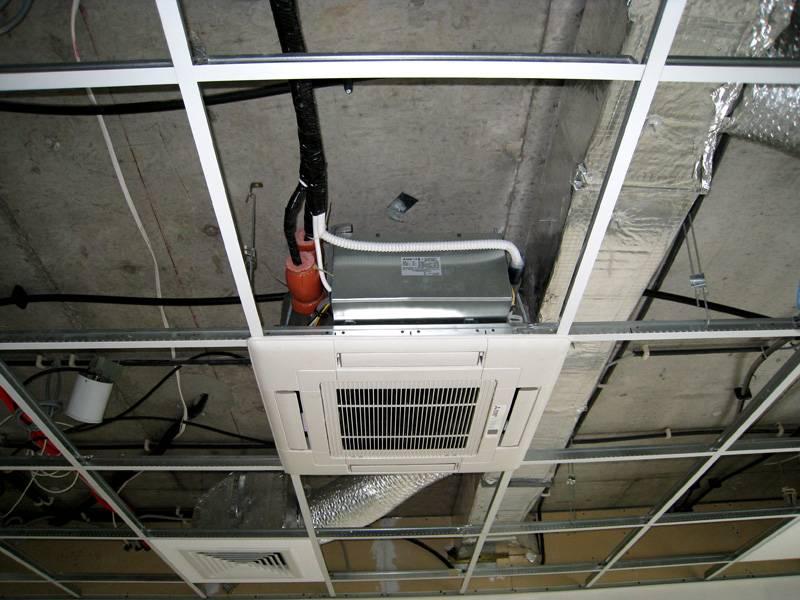 Для размещения кассетного блока также требуется достаточное пространство внутри потолочной конструкции