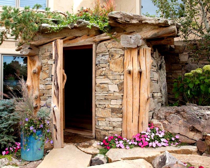 Мини-баня вписанная в ландшафт