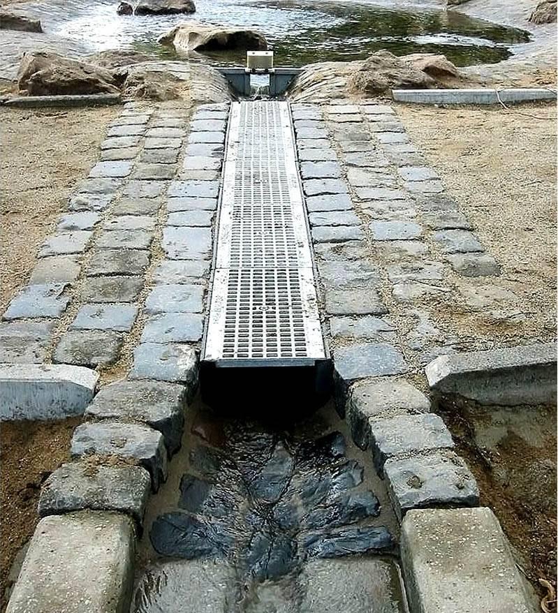 Качественный поверхностныйдренаж участка с высоким уровнем грунтовых водснизит нагрузки на систему