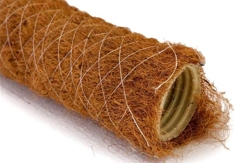 В этом фабричном комплекте фильтрующий слой создан из кокосовых волокон, закрепленных сеткой