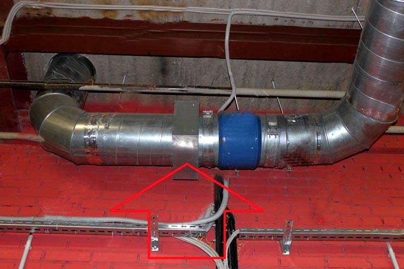 С применением специального противопожарного клапана обеспечивают высокий уровень пожарной безопасности. Он закрывается автоматически, прекращает доступ кислорода и распространение пламени