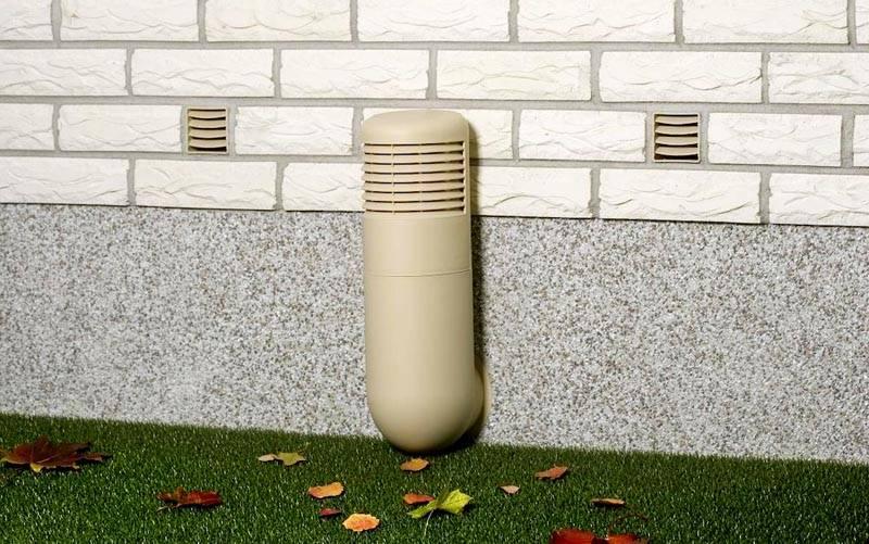 Вместо подсоединения к центральному вертикальному каналу можно использовать специализированный цокольный дефлектор. Высота этого устройства регулируется при необходимости
