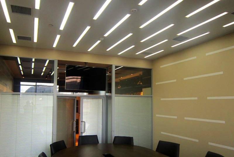 Как сэкономить на электричестве, используя потолочные светодиодные светильники для дома?