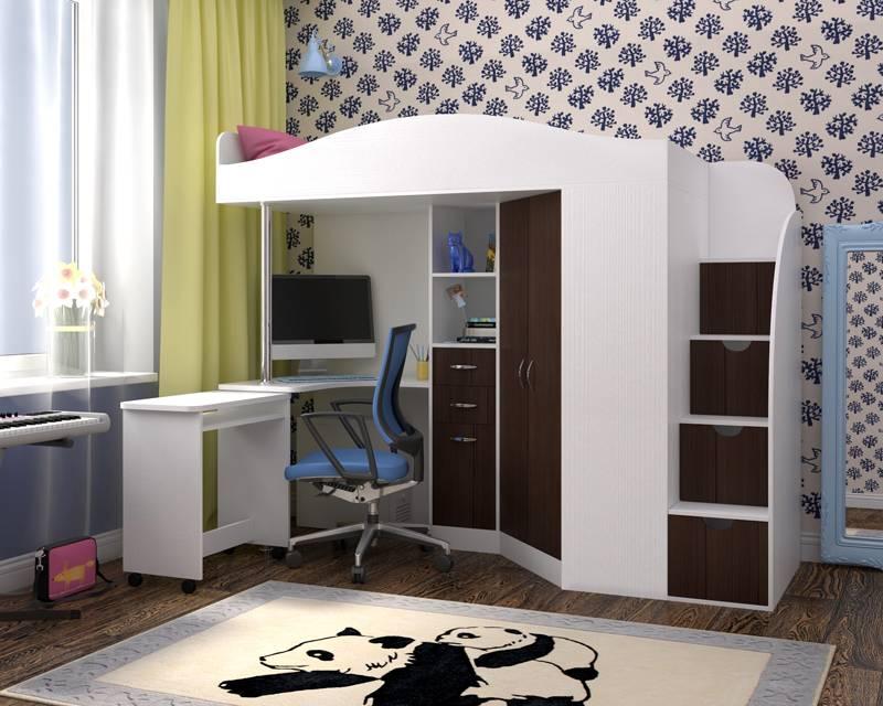 Под спальным местом кровати-чердака для мальчика-подростка 14 лет необходимо предусмотреть установку компьютера на рабочей поверхности. Шкафчики следует предусмотреть большой высоты для комфортного размещения школьной одежды