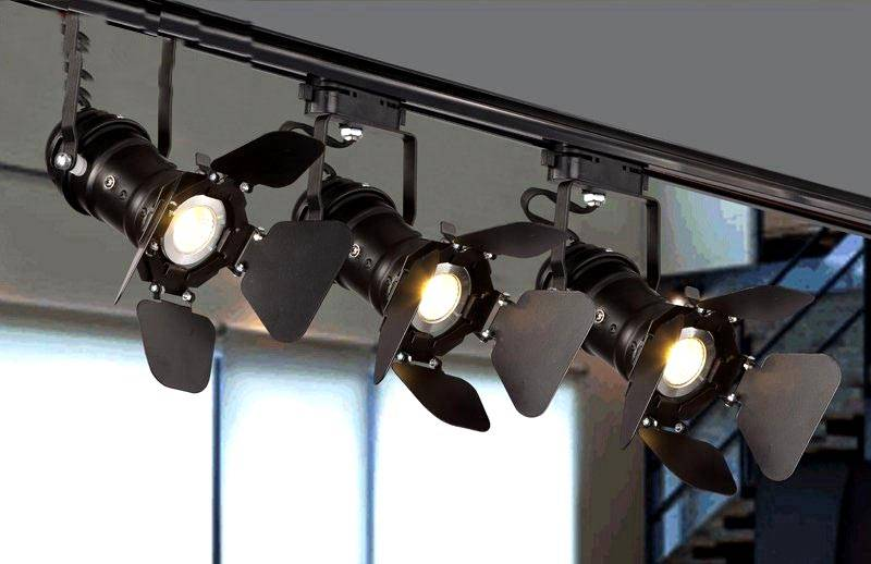 Прожектор в интерьере