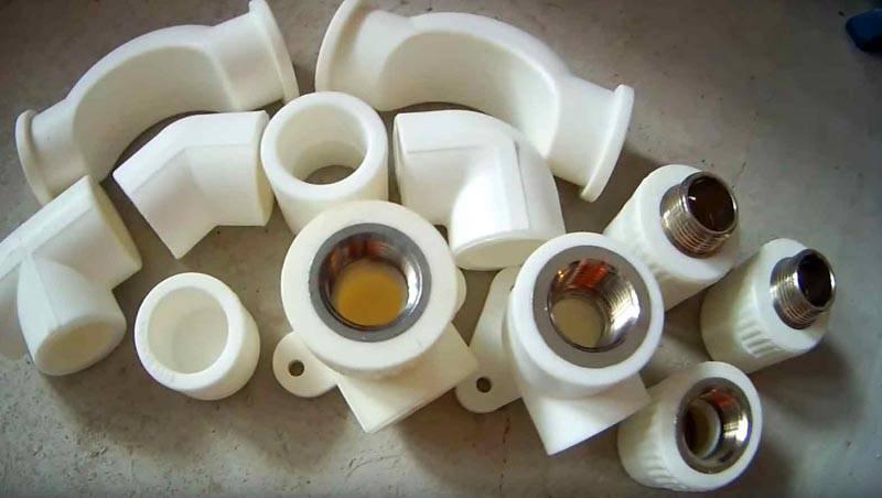 Следует помнить, что для создания таких соединений применяют полимерные фитинги с металлическими вставками
