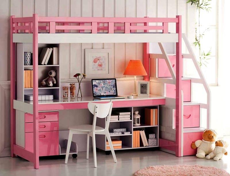 Удобная рабочая зона снизу кровати для девочки