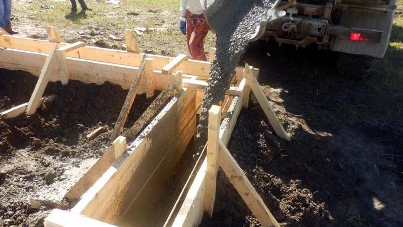 Конечно, намного удобнее, когда бетон приходит уже готовым