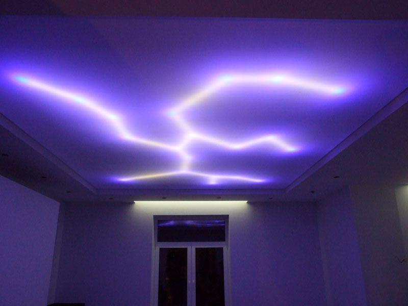 Такие молнии на потолке поразят любого из гостей