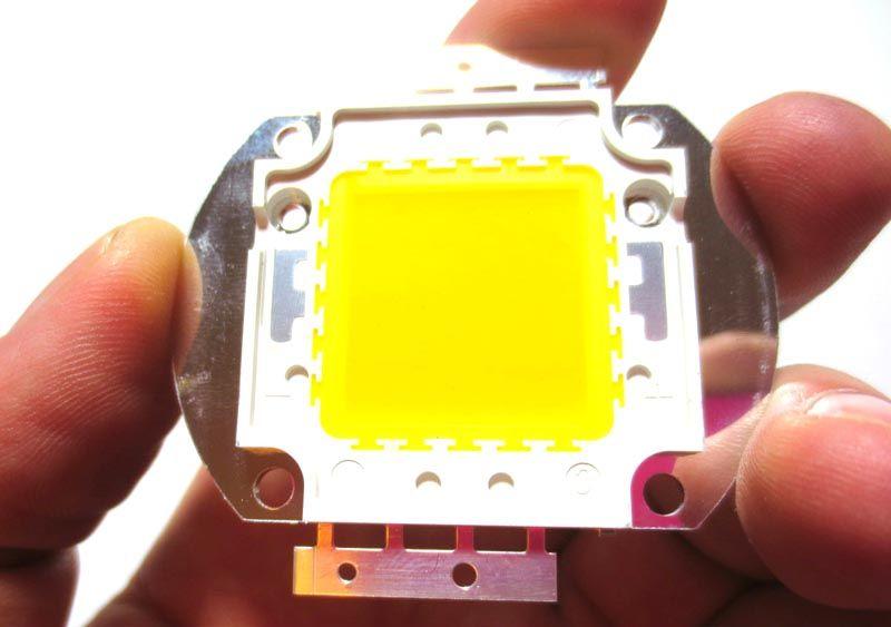 В этом светодиоде содержится 50 кристаллов