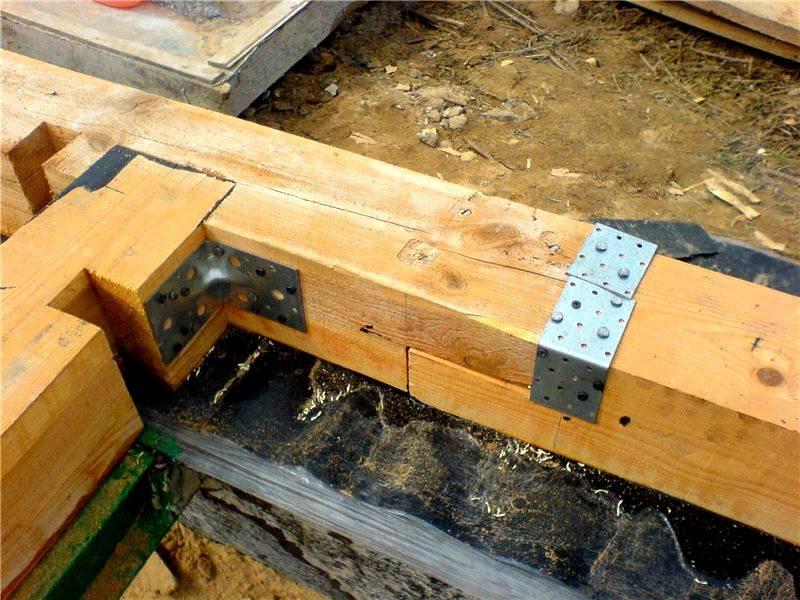Металлический крепеж также применяют на практике