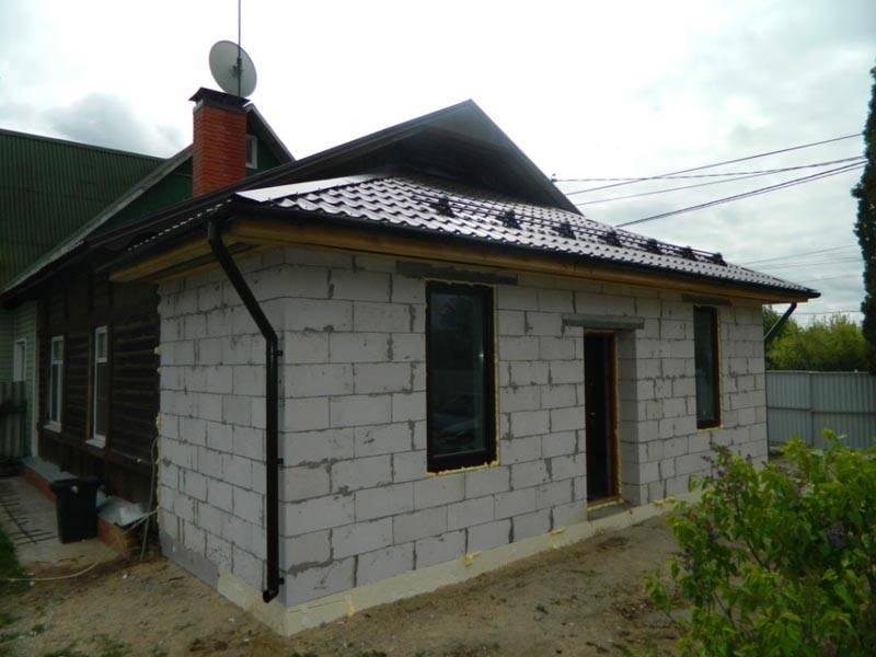 Несмотря на пористость материалов, сооружения получаются тяжелые