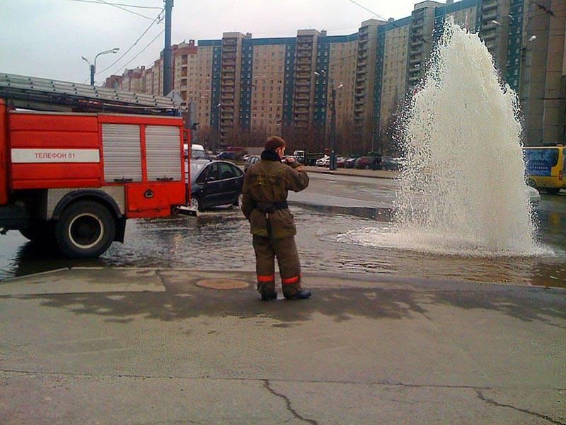 Прорыв водопровода – это не только красивый фонтан в совершенно неожиданном месте