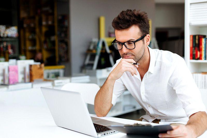 В интернете можно найти много бесплатных проектов домов и коттеджей. Их можно взять за основу и адаптировать под собственные требования