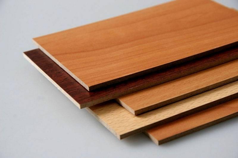 Древесноволокнистые плиты могут иметь разные покрытия