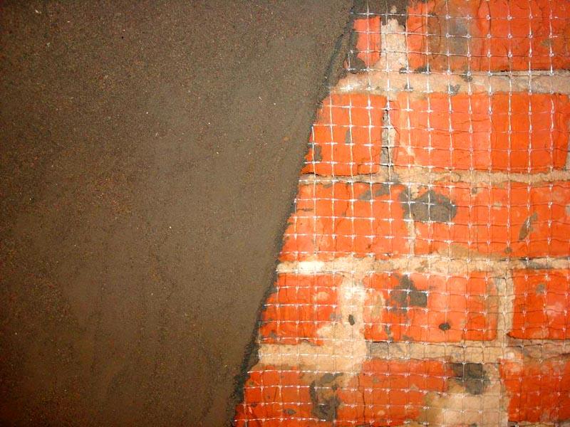 Для штукатурки кирпичных стен хорошо подходят растворы на цементной основе