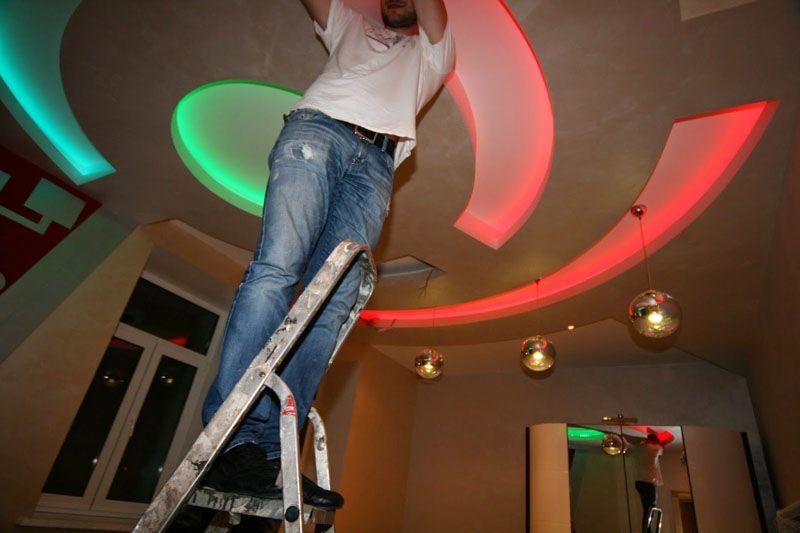 Правильно расположенная подсветка поможет создать неповторимый дизайн