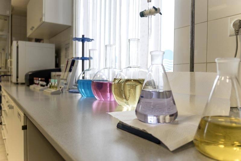 Надо взять из скважины пробы в чистую тару, сдать их в специализированную лабораторию для развернутого анализа