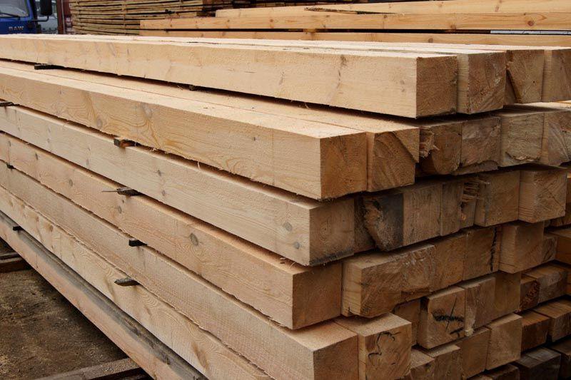 Обрезной брус активно используется в строительной отрасли