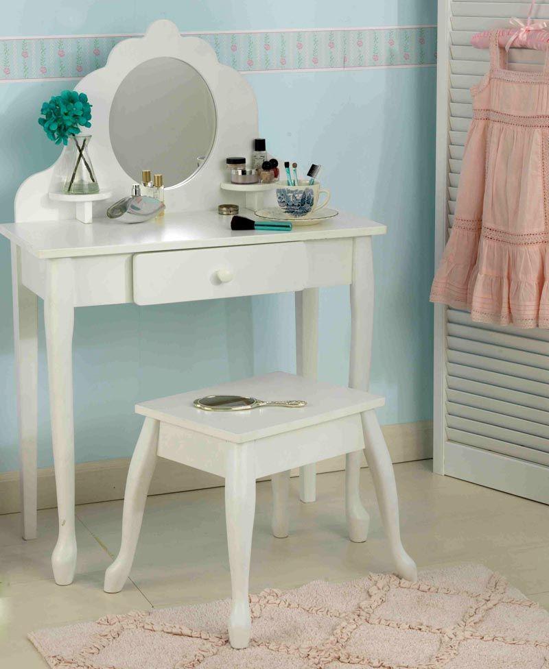 Маленькая принцесса будет в восторге от такого детского туалетного столика с зеркалом