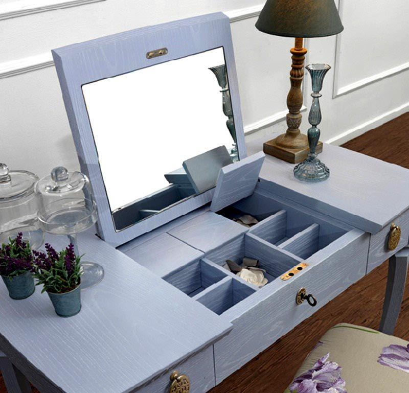 А если закрыть крышку, то на таком столике можно и поработать с ноутбуком или почитать