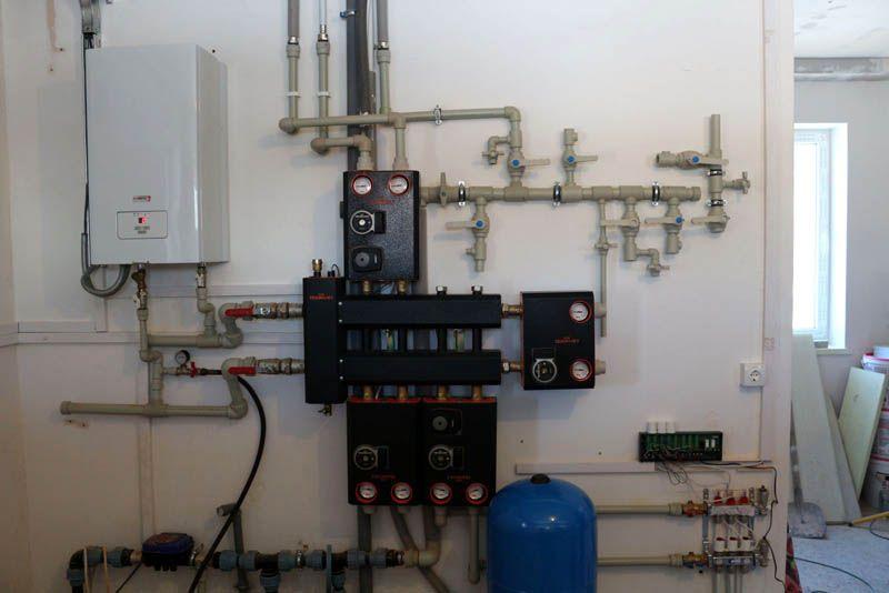 Гидроразделитель с коллектором в системе теплоснабжения жилого дома