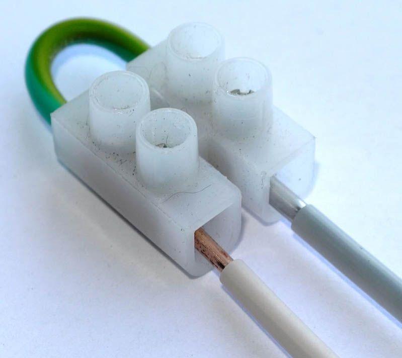 Медные и алюминиевые провода можно соединять только при помощи переходника