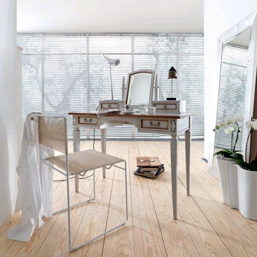 Туалетный столик с зеркалом и подсветкой – мечта любой женщины