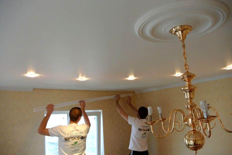 Розетка на потолке только подчеркнет красоту и изящность люстры