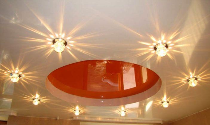 Как повесить люстру на натяжной потолок самостоятельно