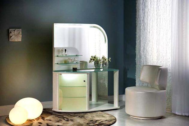 Такой туалетный столик на колесах можно легко переместить в любое место квартиры