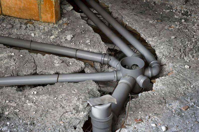 В местах поворотов или подсоединения других трубопроводов обязательно предусматриваются ревизии