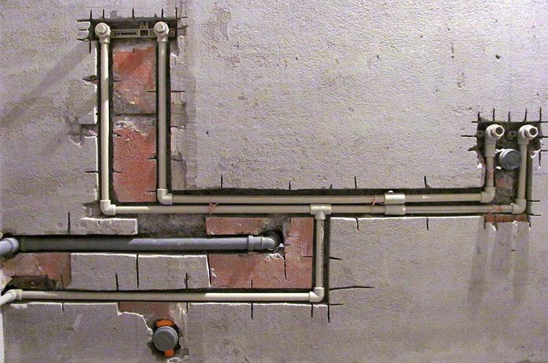 Водопроводные трубы в штробах