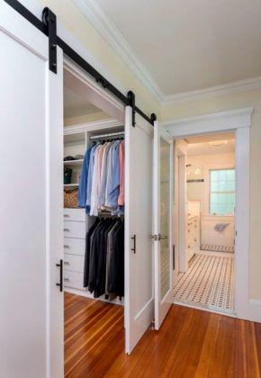 При увеличении размеров дверного полотна приходится применять мощную конструкцию подвеса. Но в этом варианте обеспечивается широкий проход