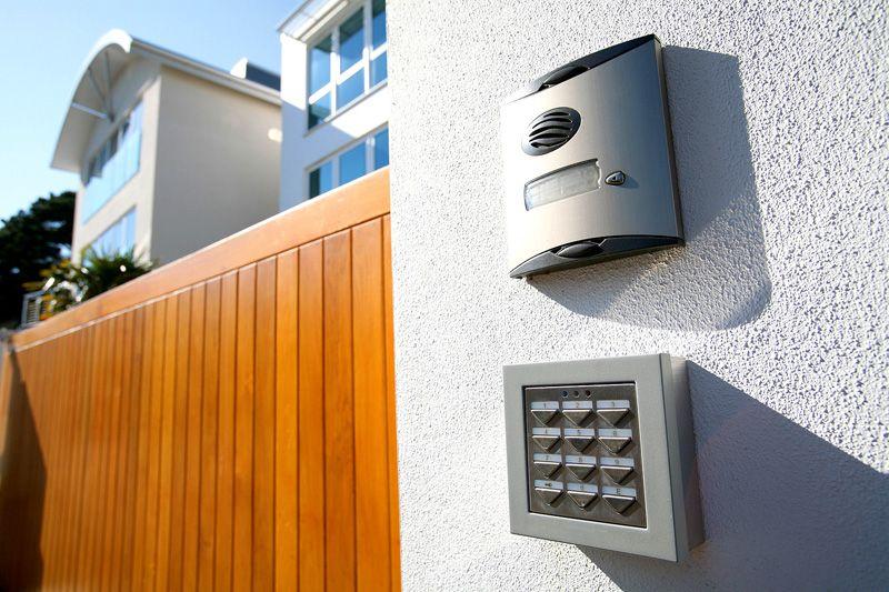 Подобные устройства устанавливают и на частных территориях, и на многоквартирных домах