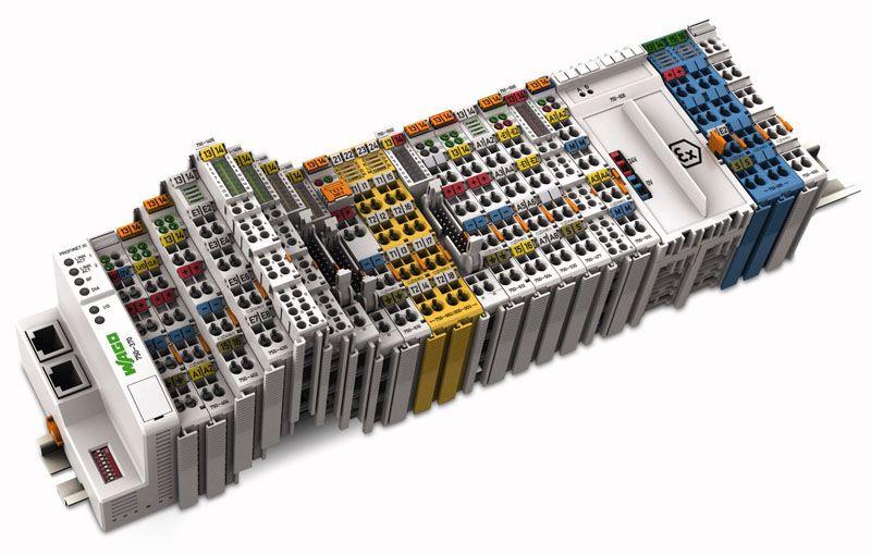 С применением клемм можно быстро реализовать сложный проект коммутации большого количества проводников без ошибок