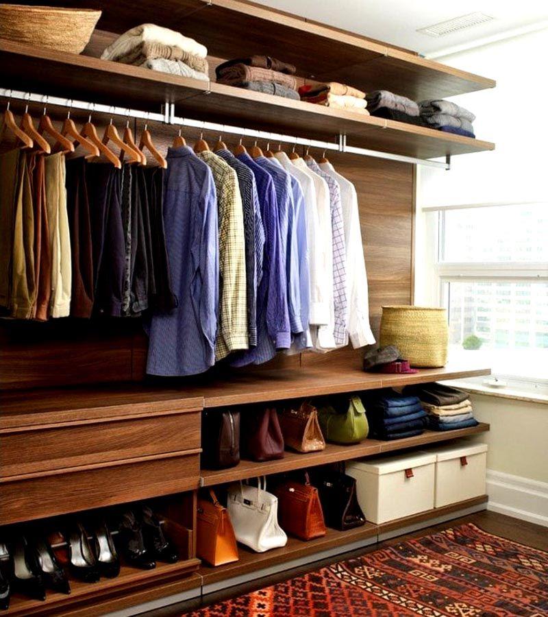Систему хранения вещей можно установить между стенами комнаты