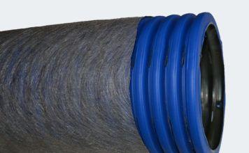 Дренажная труба 110 в фильтре геотекстиль