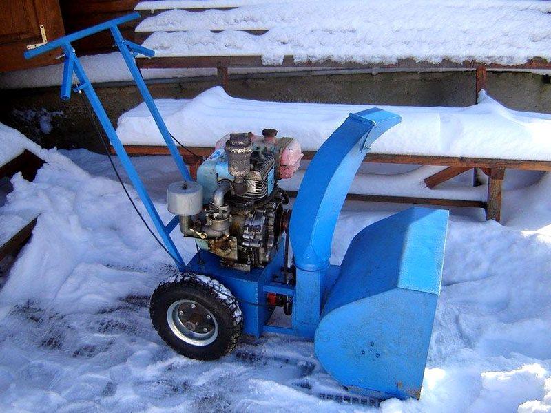 Колесный механизм собирается из стандартных компонентов. Он подходит для создания качественной снегоуборочной машины своими руками