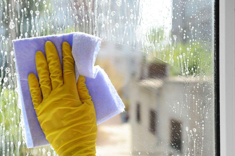 Регулярный уход за окном ПВХ продлевает жизнь уплотнителю и фурнитуре